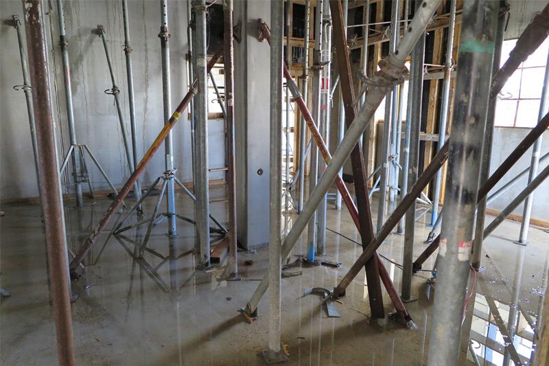 So sah es gleichzeitig an anderer Stelle des Gebäudes aus: die späteren Sanitärräume sind bereits geflutet.
