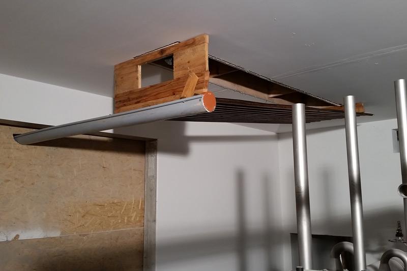 Not macht erfinderisch: auch in diesem Technikraum konnte weitergearbeitet werden.